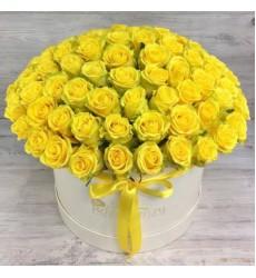 Букет из 101 жёлтой розы в шляпной коробке «Звезда с неба»