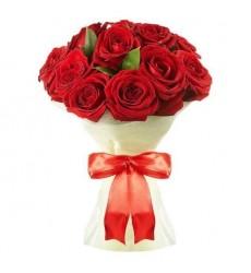 Букет из 12 красных роз «Шарлотта»