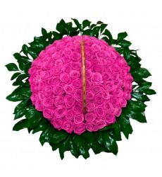 Траурная корзина №30 из живых цветов «100 розовых роз, салал.»