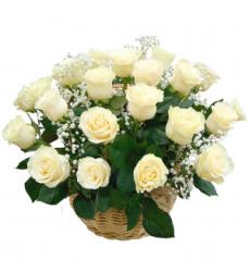Букет из 11 белых роз в корзине  «Леона »