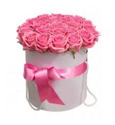Букет из 18 розовых роз в шляпной коробке  « Орнелла »