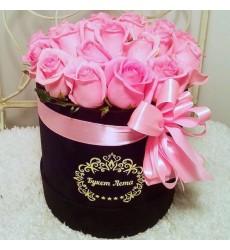 Цветы в шляпной коробке с 19 розовыми розами «Венок ангела»