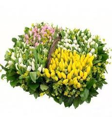 Корзина цветов с 201 тюльпаном «Бурлеск»