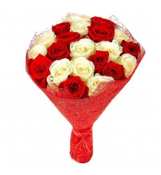 Букет из 21 белой и красной роз «Ответные чувства»