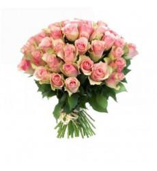 Букет из 25 бело-розовых роз «Торжество весны»