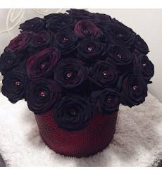 Цветы в коробке 29 чёрных роз «Объятия ночи»