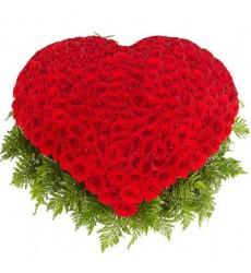 Корзина цветов с 301 красной розой и папоротниками «Торжество любви»