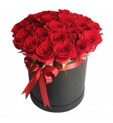 Букет из 35 роз красного цвета в шляпной коробке «Купидон»