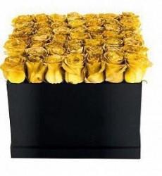 Букет из 35 золотых роз в шляпной коробке  «Вечность любви »