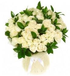 Букет из 51 белой розы Аваланж «Объятия Венеры»