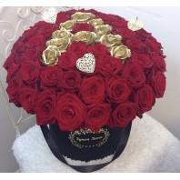 Цветы в коробке с 51 красной и золотой розами «Океан нежности»