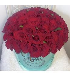 Цветы в шляпной коробке с 51 розой Гран При «Оттенки страсти»