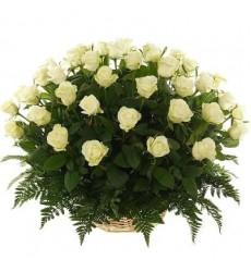 Корзина цветов с 51 белой розой «Тайна Клеопатры»