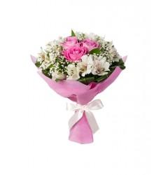 Букет из 3 роз Аква и альстромерий «Жемчужное колье»
