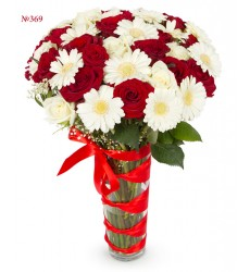 Букет из 25 роз и 13 гербер «Августовское утро»