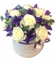Цветы в коробке  с 11 розами и 12 ирисами «Сиреневый бисер»