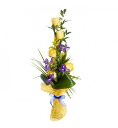 Букет из 5 жёлтых роз и 5 ирисов «Император»