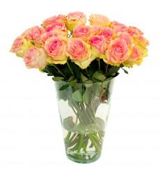 Букет из голландских роз нежно-розового цвета с кремовым оттенком в центре  «Ароматная феерия »