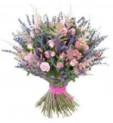 Букет из 11 кустовых роз, лаванды, астильбы и зелени «Закатные краски»