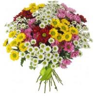 Букет из разноцветных хризантем «Весенний пейзаж»