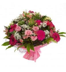 Букет из 9 гербер, 11 роз Аква, 10 ромашек и 10 кустовых роз «Полночь в Париже»