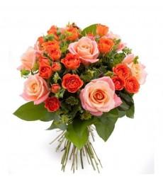Букет из одноголовых и кустовых роз «Компаньонка»