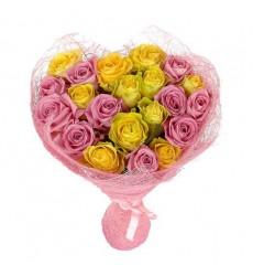 Букет из 25 жёлтых и розовых роз «Медовая романтика»