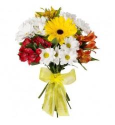 Букет из 3 кустовых хризантем, 3 альстромерий и гербер «Цветочное трио»