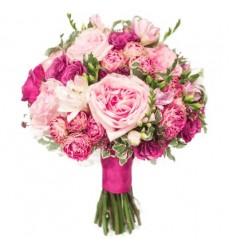 Букет невесты из 8 роз Остина, 10 пионовидных роз и 9 фрезий «Любовная проза»