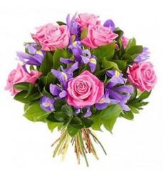 Букет из 11 ирисов, 9 роз и зелени «Милая леди»