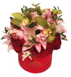 Цветы в коробке с 3 розами, 3 орхидеями и лилией «Летиция»