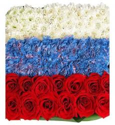 Цветочная композиция из 15 гвоздик, 15 кустовых хризантем и 13 роз Гран При «День России»