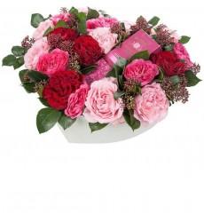 Цветы в коробке  с 19 розами и розовой водой Bulgarian Roses «Аромат нежности»