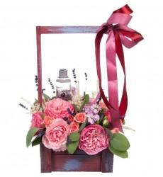 Цветы в коробке  с ароматными цветами и розовой водой Bulgarian Roses «Благородный аромат»