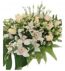 Цветочная композиция из альстромерий, эустом, роз и орхидей «Свадебный шик»