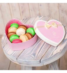 «Коробка-сердце с 10 макарони»