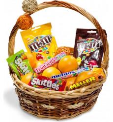 «Корзина с апельсинами и сладостями»