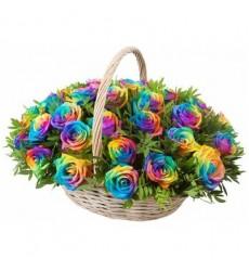 Корзина цветов с 35 радужными розами «Радужный момент»
