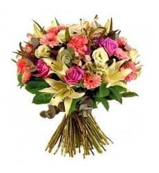 Букет из 5 лилий, 5 гербер, 5 сафари, 7 роз и 5 гвоздик «Весенняя сивилла»