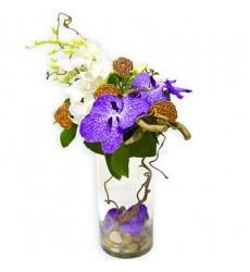 Цветочная композиция из 4 цветков ванды с декором и шариками ротанга «Фуэте»