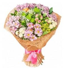 Букет из 8 хризантем и ярких цветов «Принцесса Лея»