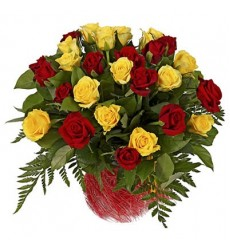 Букет из 31 розы и папоротника «Навстречу тебе»