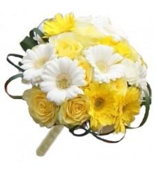 Букет невесты из 25 одноголовых и 4 кустовых роз «Медовый месяц»