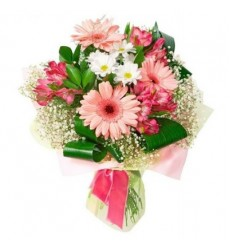 Букет из 3 гербер, 3 альстромерий, хризантемы и зелени «Розовый ангел»