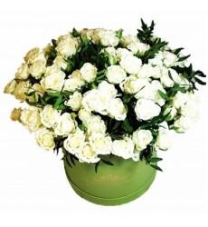 Цветы в коробке  с 21 кустовой розой «Дилайла»