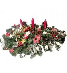 Новогодняя композиция из лапника, цветков аниса, шишек и свечей «Новогодний бал»