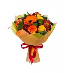 Букет из 7 роз, 3 альстромерий, гербер и зелени «Летняя ностальгия»