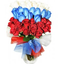 Букет из 33 красных, синих и белых роз «Великая Россия»