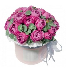 Цветы в шляпной коробке с 10 пионовидными розами Мисти Баблз «Цветочное великолепие»