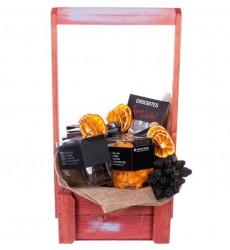 Подарочная коробка с орехами в шоколаде, чёрным и молочным шоколадом «Королевский ужин»